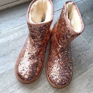 **NEW Guess sequin boots